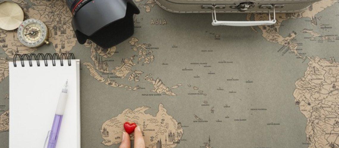 sfondo-di-viaggio-con-la-mano-mettendo-un-cuore-in-australia_23-2147607866